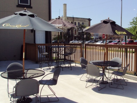 Rock River Pizza Co. - Outdoor Dining